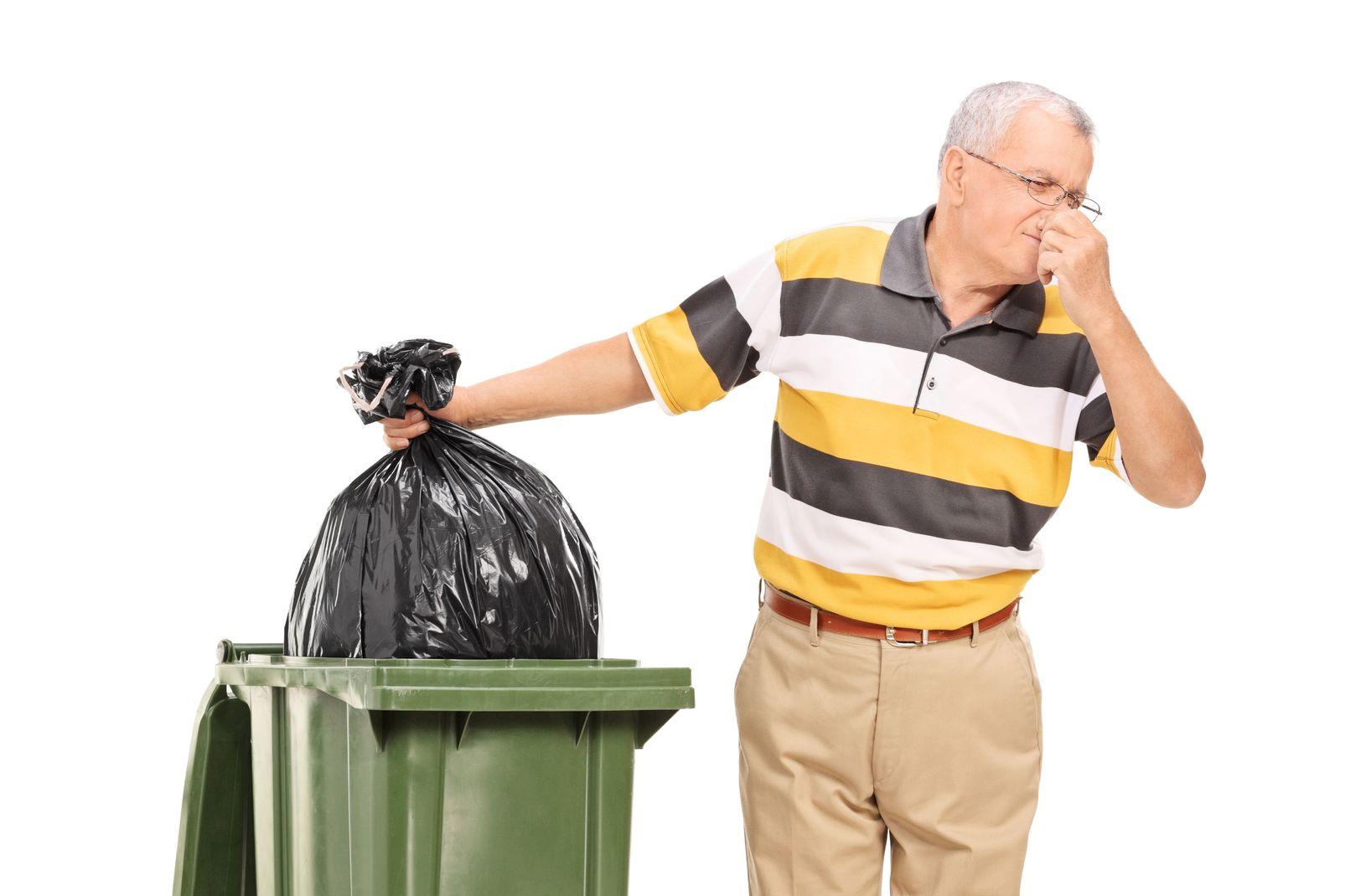 астафьева увлеклась на этой картинке мужчина выбрасывает мусор установления причины смерти